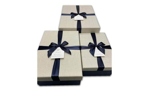 Stačiakampė dėžutė su kaspinėliu 3 dalių