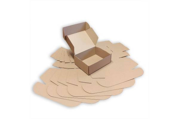 Cardboard box 220x170x80mm (M)